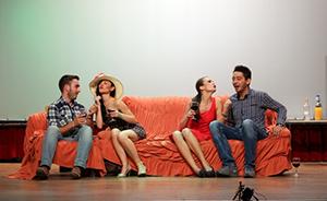 актери представе У шта гледах јадна ли сам на сцени у Билећи
