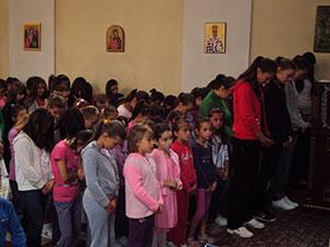 ђаци у храму у Билећи
