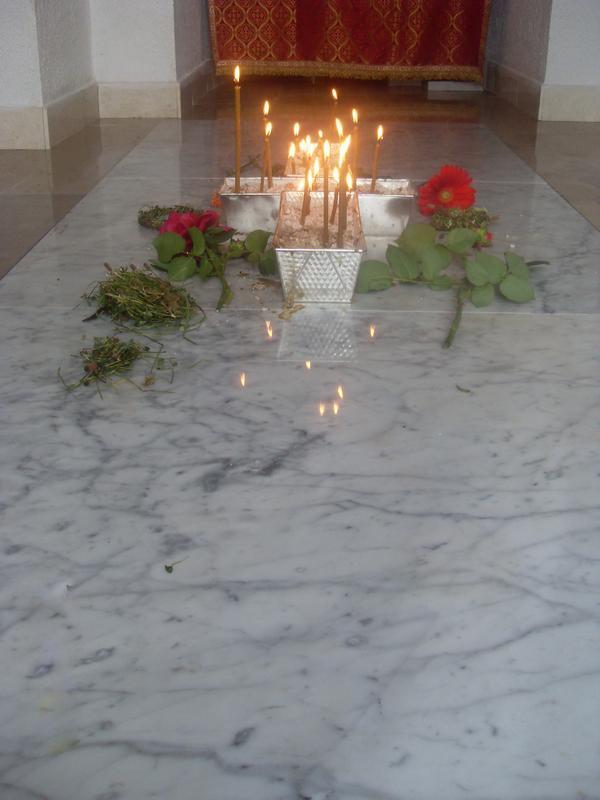 Свеће за упокојење душе оца Симеона