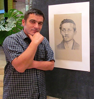Синиша Џелетовић Џела крај свог цртежа Гаврила Принципа