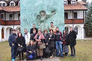 поклоници у Манастиру Милешева